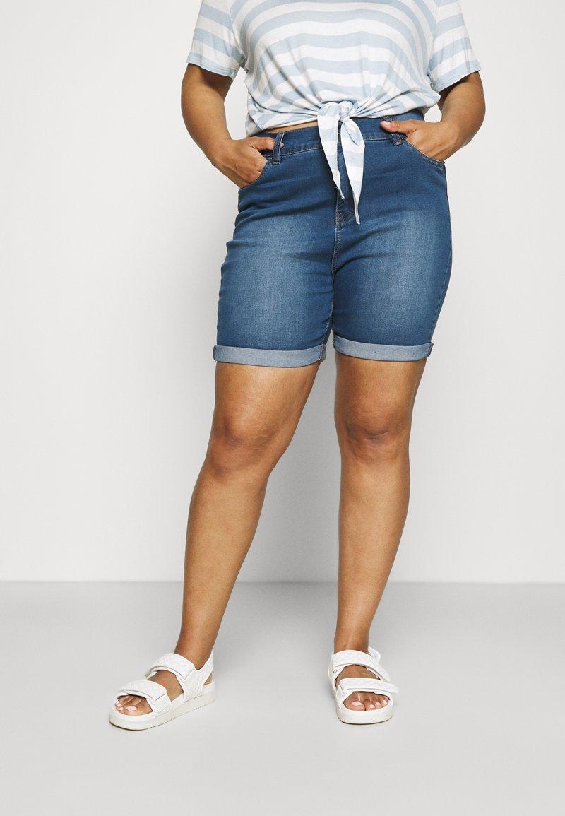 CAPSULE by Simply Be - PLUS - Denim shorts - light vintage blue