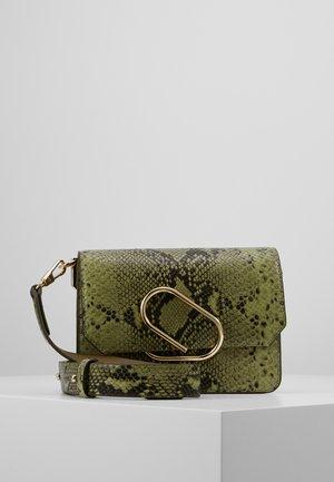 ALIX MINI SHOULDER BAG - Taška spříčným popruhem - green
