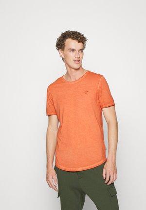CLARK - Basic T-shirt - mediumorange