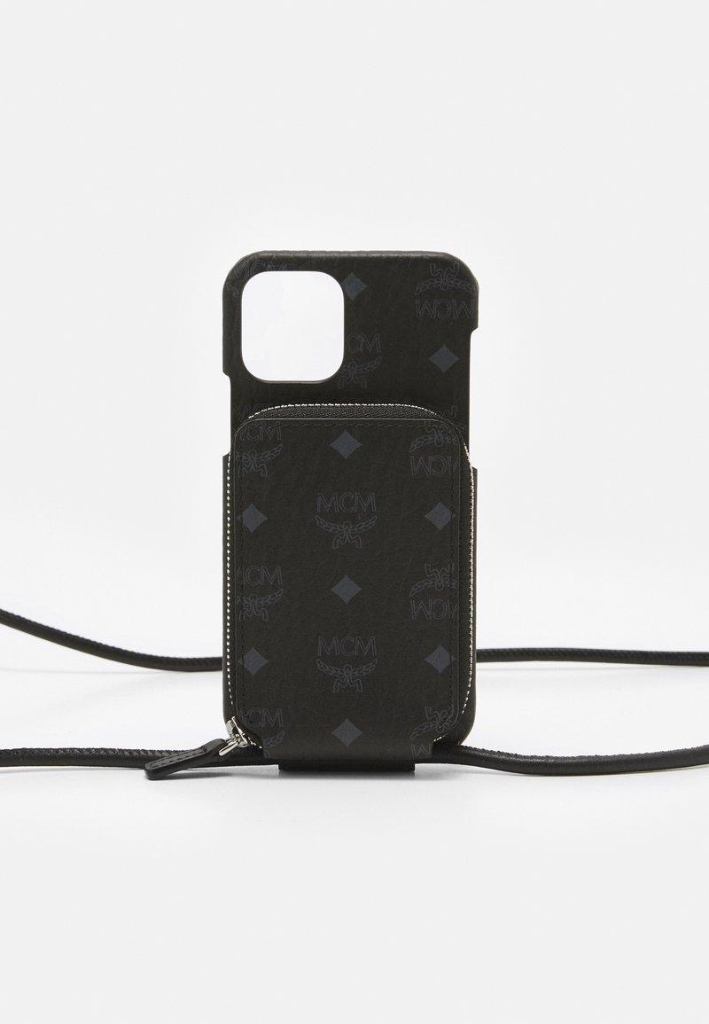 MCM - IPHONE 12/12 PRO CASE WITH ZIP POCKET IN VISETOS ORIGINAL - Phone case - black