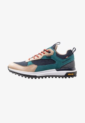 PHIL LC GTX - Walking shoes - green