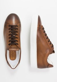 Doucal's - Trainers - brandy/bianco