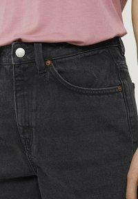 TOM TAILOR DENIM - Denim shorts - dark stone black black denim - 5