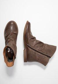 Felmini Wide Fit - CLASH - Classic ankle boots - zenia camel - 3