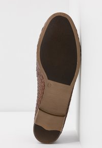 Anna Field - LEATHER SLIPPERS - Slip-ons - cognac - 6