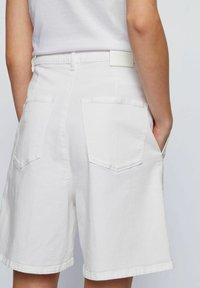 BOSS - Denim shorts - natural - 3