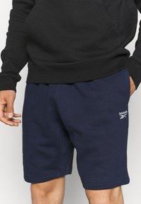 Reebok - SHORT - Sports shorts - vector navy - 4