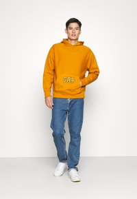 GAP - DRY - Bluza z kapturem - autumn orange - 1