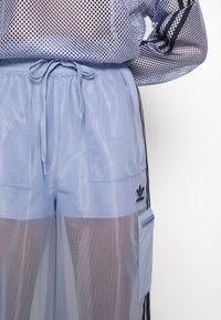 adidas Originals - SPORTS INSPIRED JOGGER PANTS - Teplákové kalhoty - chalk blue - 6