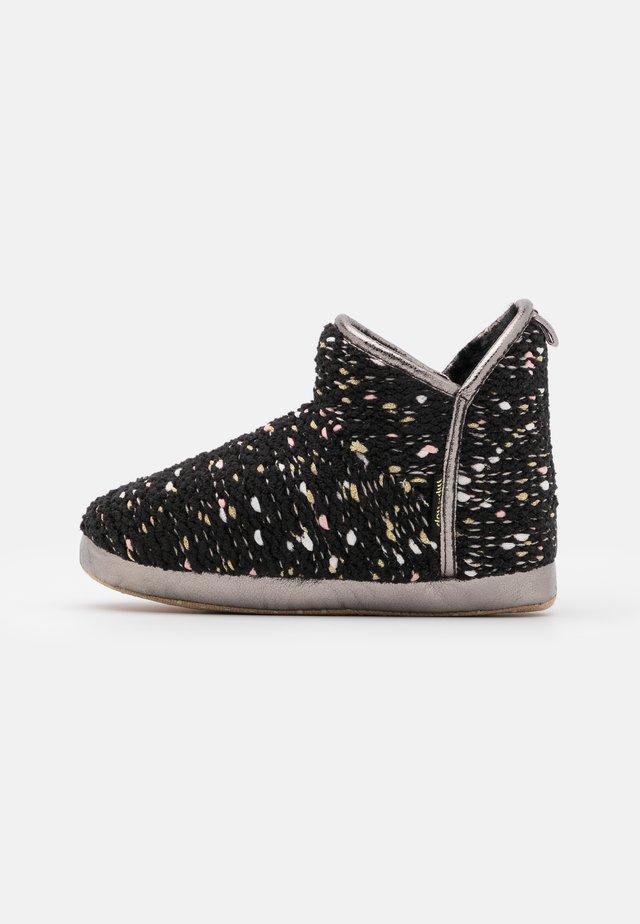 BONNY - Domácí obuv - black