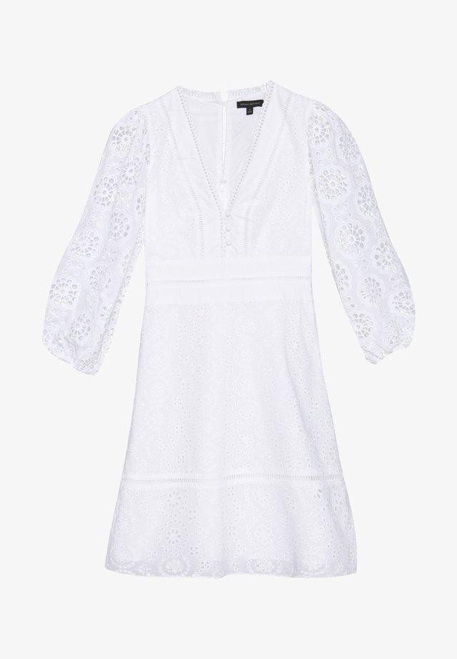 EYELET SHIFT - Vestido informal - white