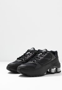 Nike Sportswear - SHOX ENIGMA 9000 - Sneakers laag - black/gym red/pure platinum - 4