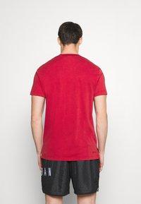 Jordan - DRY AIR - Basic T-shirt - gym red/black - 2