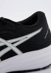 ASICS - PATRIOT 12 - Zapatillas de running estables - schwarz / weiss - 5