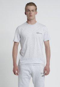 HALO - T-shirts print - lt grey melange - 1