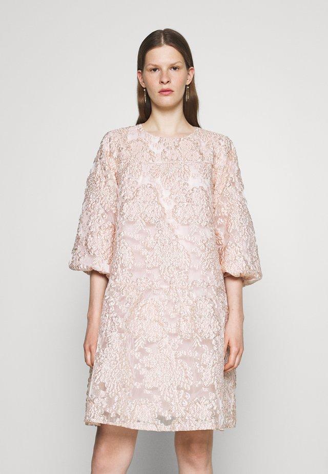 ALISE MILLOW DRESS - Cocktailklänning - misty rose