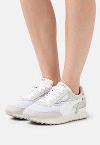 Puma - FUTURE RIDER CHROME - Sneakers basse - vaporous gray/gray violet/white/marshmallow - 0