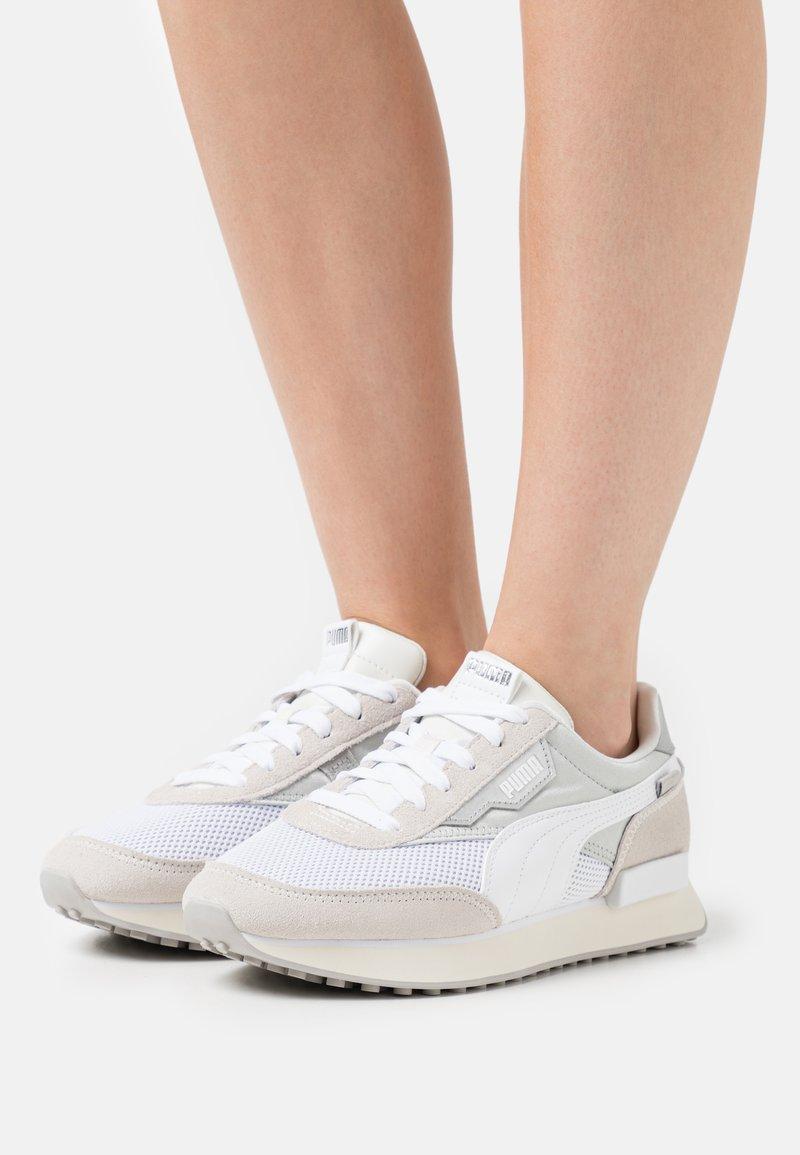 Puma - FUTURE RIDER CHROME - Sneakers basse - vaporous gray/gray violet/white/marshmallow