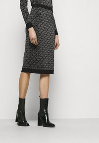 MICHAEL Michael Kors - SKIRT - Pencil skirt - black/silver - 0