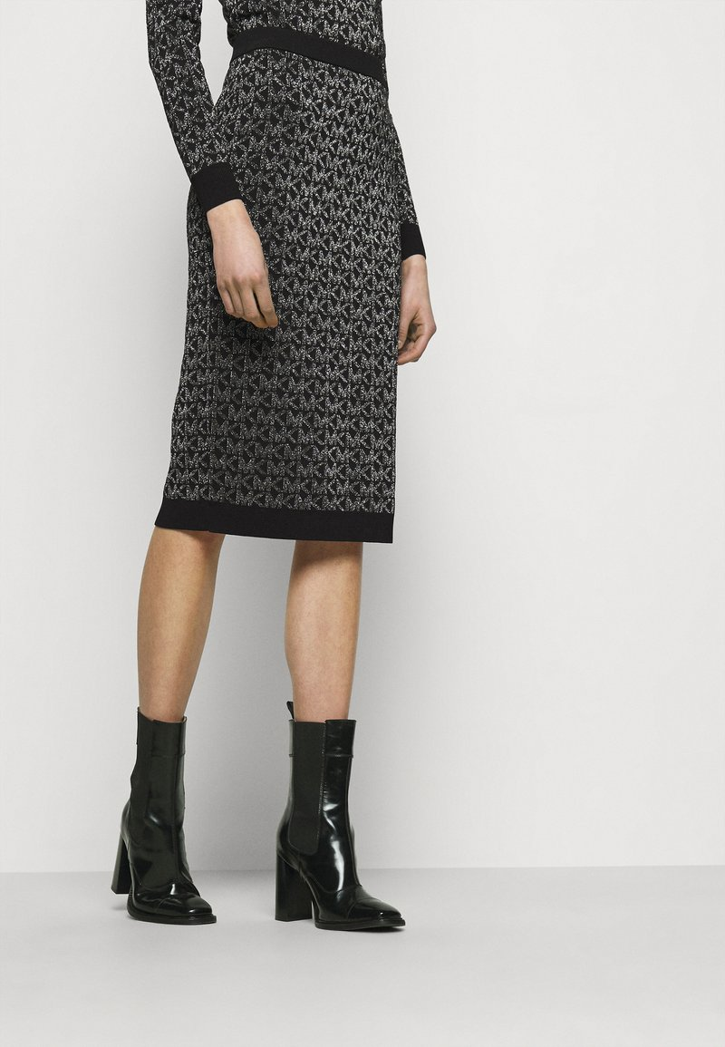 MICHAEL Michael Kors - SKIRT - Pencil skirt - black/silver