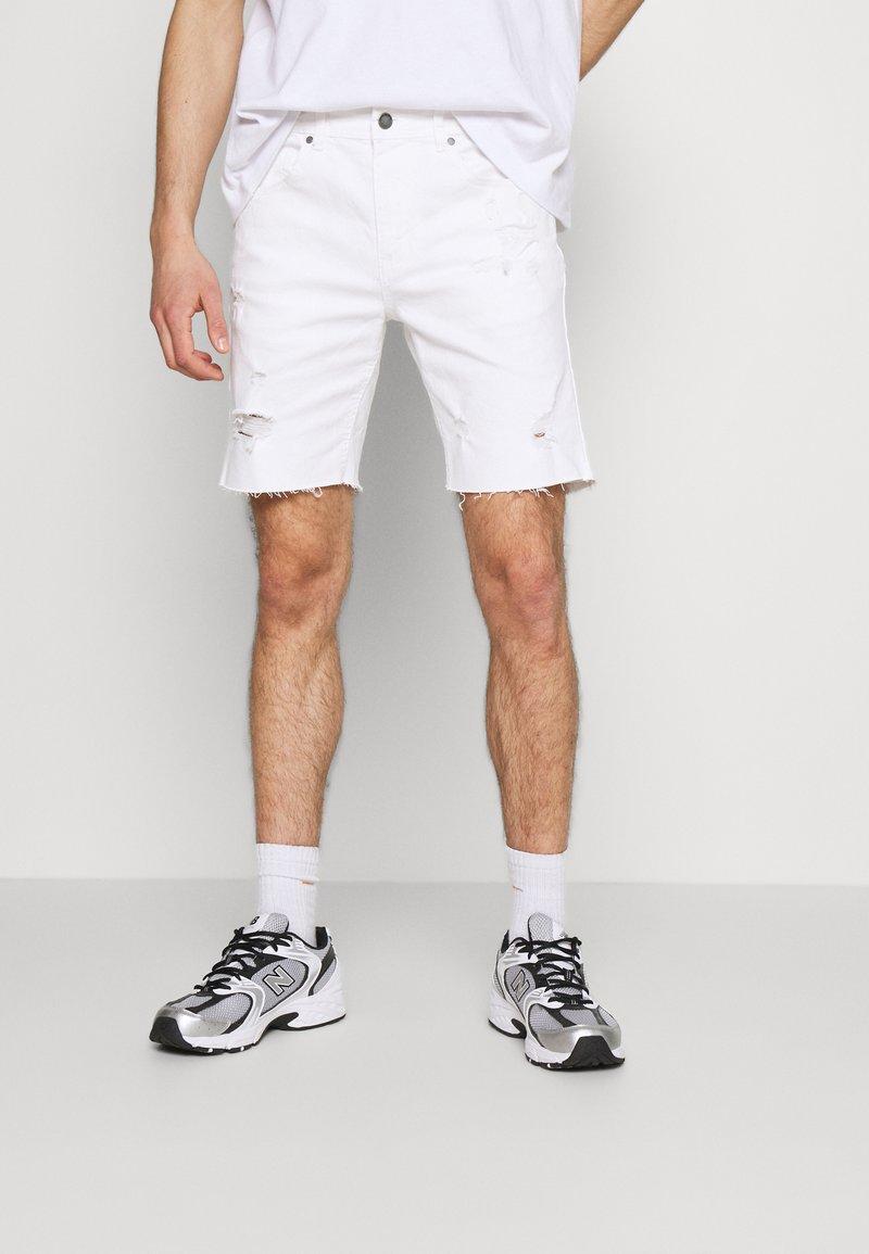 Cotton On - STRAIGHT SHORT - Džínové kraťasy - white