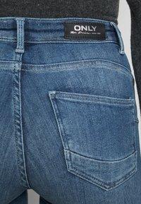 ONLY Petite - ONLPOWER MID PUSH UP DESTROY - Jeans Skinny Fit - medium blue denim - 4