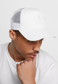 adidas Originals - TRUCKER - Caps - white - 1