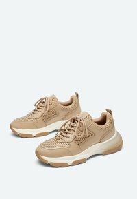 Uterqüe - Sneakers laag - camel - 1