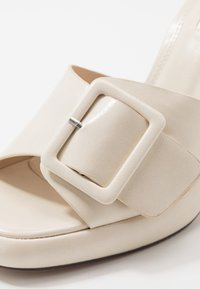 Topshop - REFLECT BUCKLE MULE - Pantolette hoch - offwhite - 2