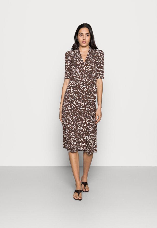 BEN WRAP DRESS - Jerseyjurk - coffee brown