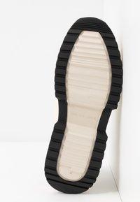 MICHAEL Michael Kors - COSMO TRAINER - Sneakers - ecru - 6