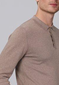 Basics and More - Jumper - light brown melange - 4