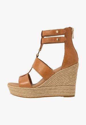 KOLFAX - Sandaler med høye hæler - almond