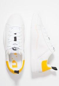 Diesel - CLEVER S-CLEVER LOW W - Sneakers basse - weiß/gelb - 3