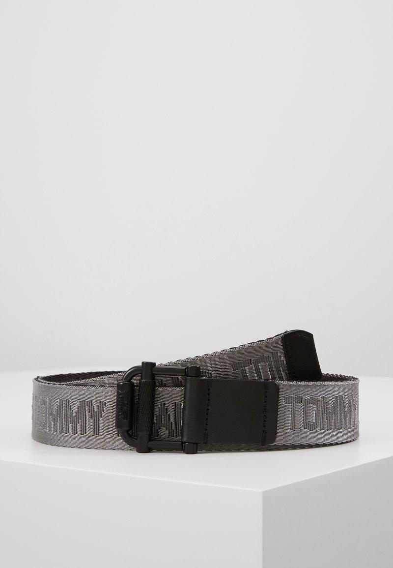 Tommy Jeans - TJM ROLLER REV WEBBING BELT - Bælter - black