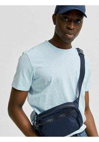 Selected Homme - T-shirt - bas - light blue melange - 4