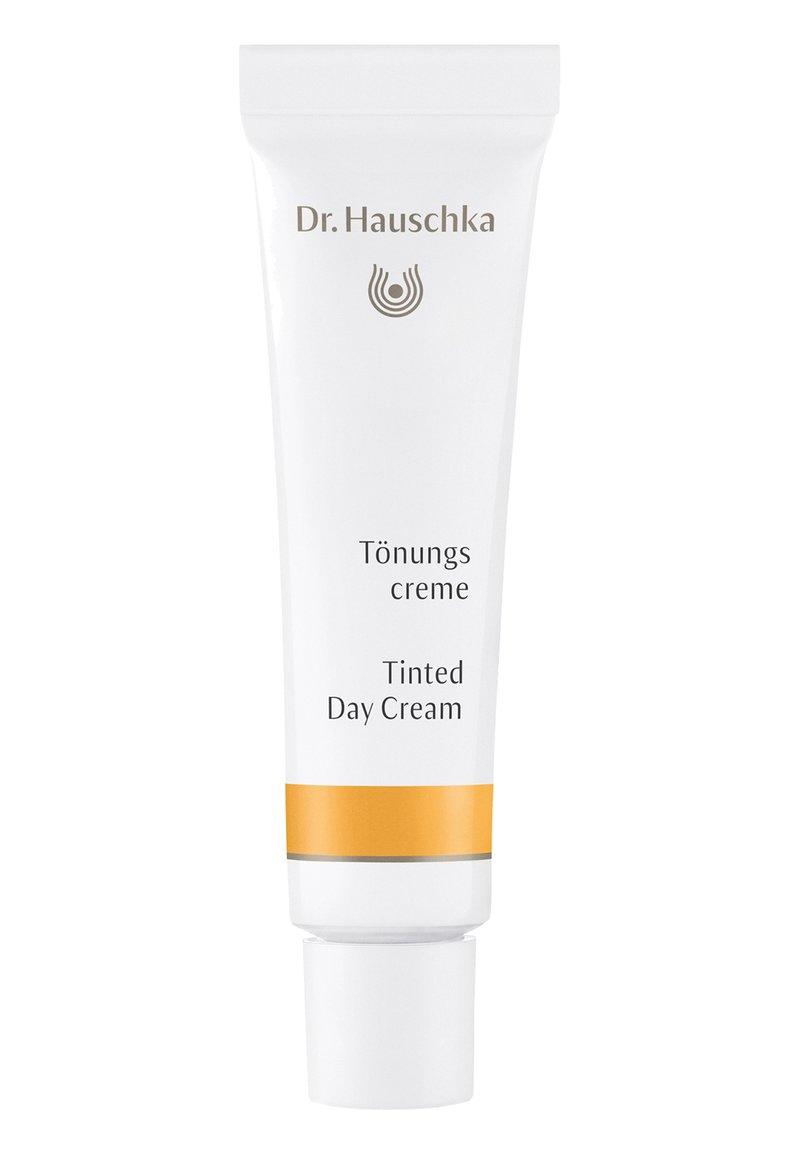 Dr. Hauschka - TINTED DAY CREAM - Tinted moisturiser - chestnut