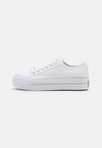 Zapatillas - blanco
