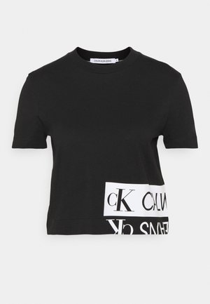 MIRRORED LOGO BOXY TEE - T-shirts med print - black/bright white