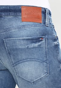 Tommy Jeans - SCANTON BEMB - Jeans slim fit - berry mid blue comfort - 4