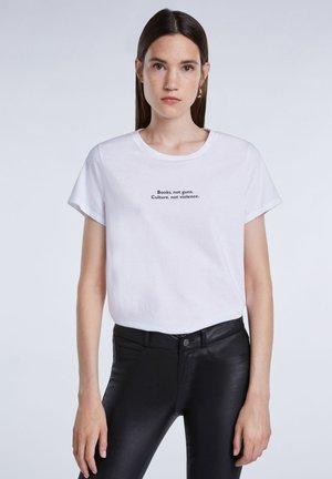 MIT KLEINEM STATEMENT - Print T-shirt - bright white