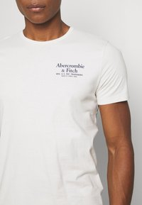Abercrombie & Fitch - GRAPHIC CREW 3 PACK - Print T-shirt - white/tan/blue - 6