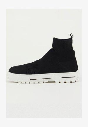 Zapatillas altas - black