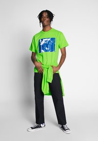 Obey Clothing - MIXED UP - Triko s potiskem - bright lime - 1
