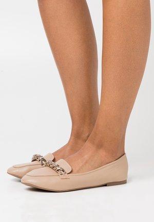 EMERY - Nazouvací boty - beige