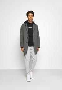 Calvin Klein Jeans - BOLD LOGO HOODIE - Felpa con cappuccio - black - 1