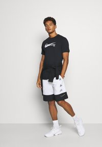 Nike Performance - T-shirt imprimé - black - 1