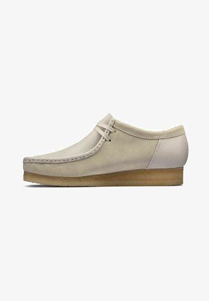 WALLABEE - Casual lace-ups - white