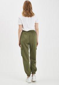 b.young - BXJUNOL PANTS W. POCKETS WOVEN - Pantalon classique -  green - 2