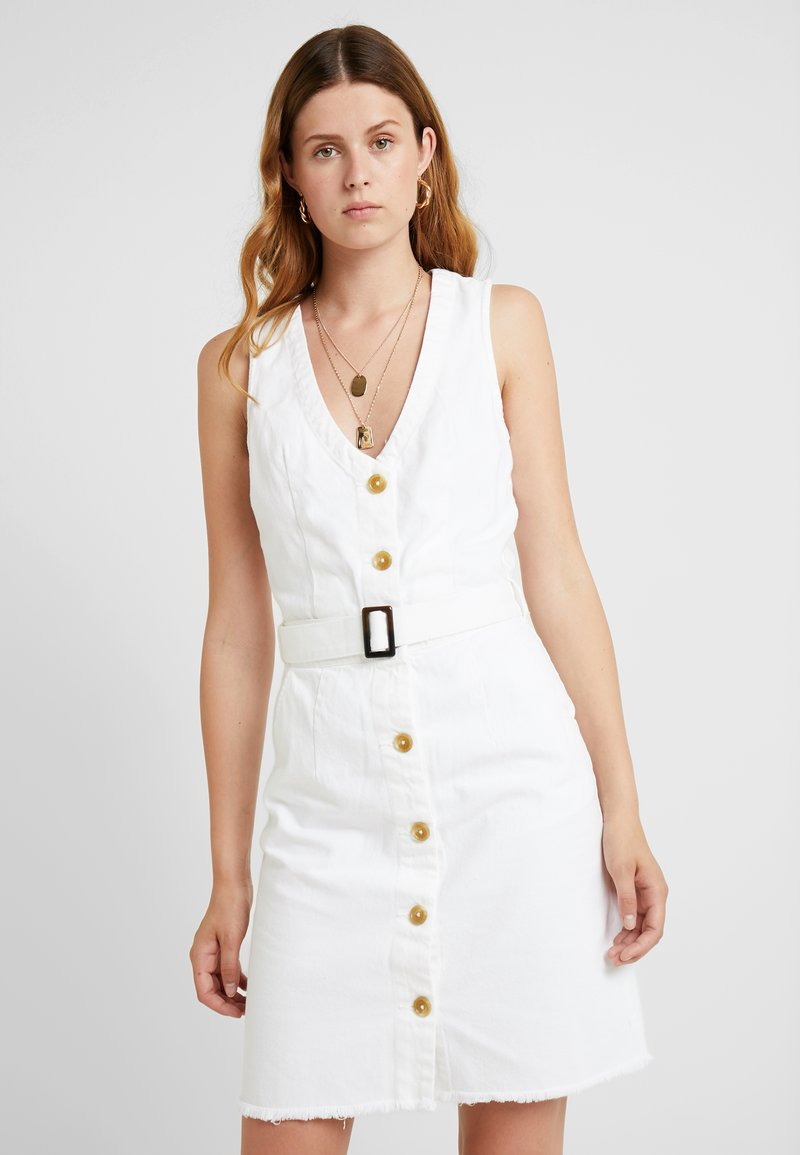 Missguided Tall - BELTED BUTTON THROUGH DRESS - Dongerikjole - white